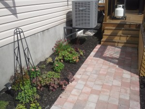 simple straight walkway using Paleo pavers from Permacon